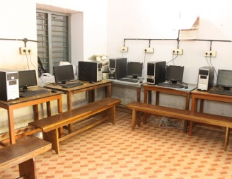 Current benches used in the lab